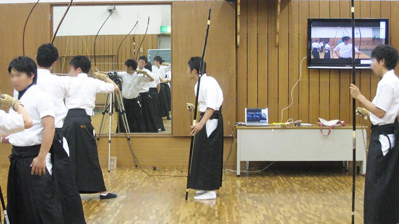 指導者も学生にとっても映像は大切な情報源。弓道に最適な動作分析ツールとは?